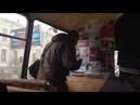 Пьяный мужик отжег в автобусе