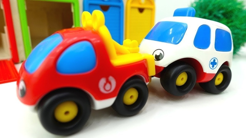Die Helfer Autos auf Deutsch. Spielzeugautos haben einen Unfall. Spielzeugvideo für Kinder.
