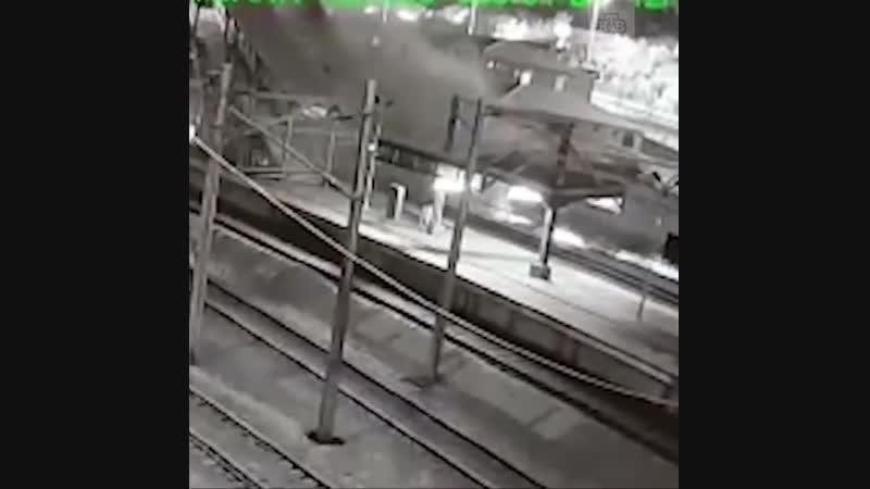 Появилось видео столкновения поездов в Турции