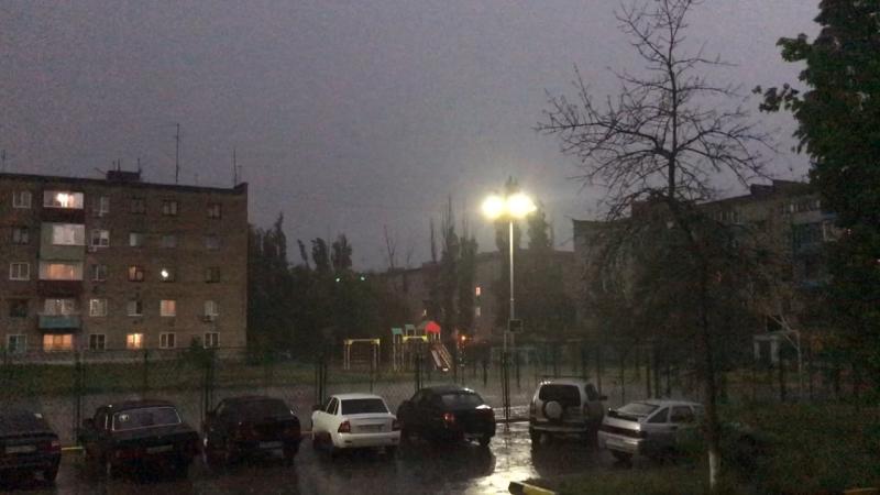 Погодка супер Гремит сверкает и дождик ☔️