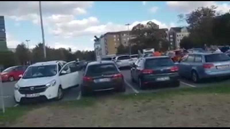 Des hooligans allemands chassent du migrant après l'assassinat à Chemnitz