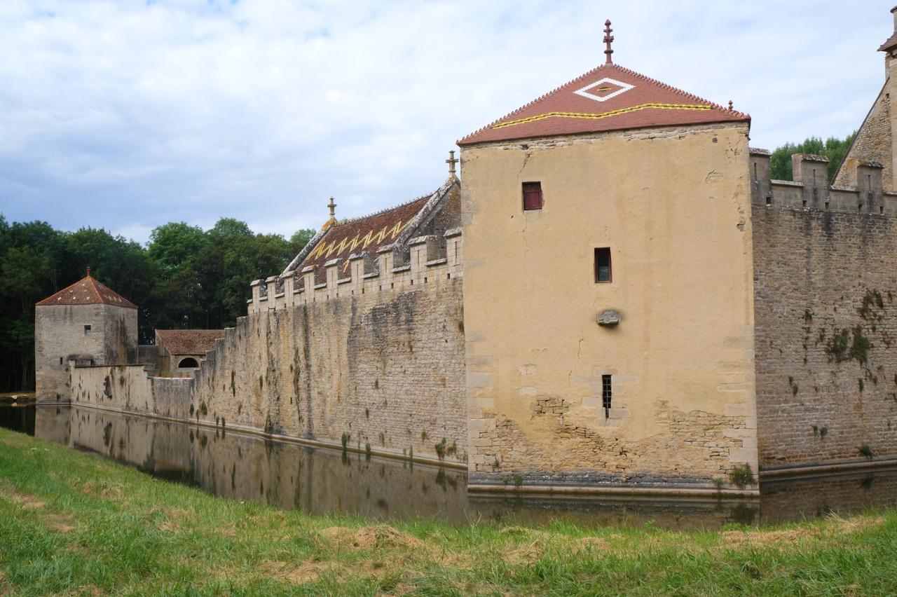 Замок Мариньи-ле-Кауэ - настоящий бургундский замок замок, можно, ворота, замки, обычно, почти, здесь, Бургундии, расположен, основных, списка, основании, перестроен, владельцев, этого, кроме, Кроме, сильно, знаем, ничего