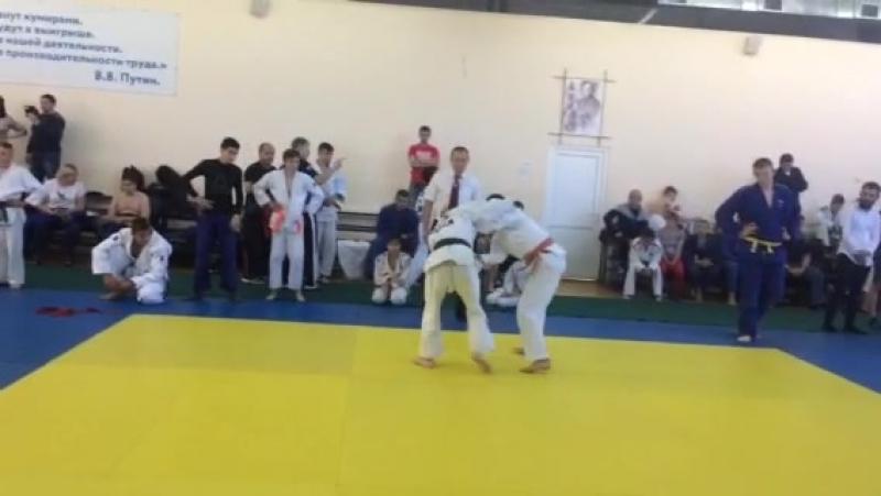 деда курчатов 2018 май Переверзев Евгений в Белом кимоно второе место