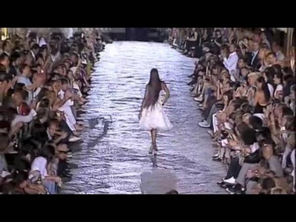 A walk worth millions Naomi Campbell for Roberto Cavalli 2007