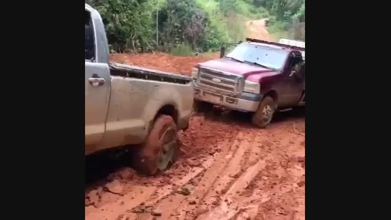 Vixe deu ruim pra fordona 🤔😥 Toyota Hilux dando uma força. 🚜🔝🐂