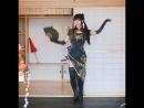 Китаянка танцует в необычном костюме_(VIDEOMEG)