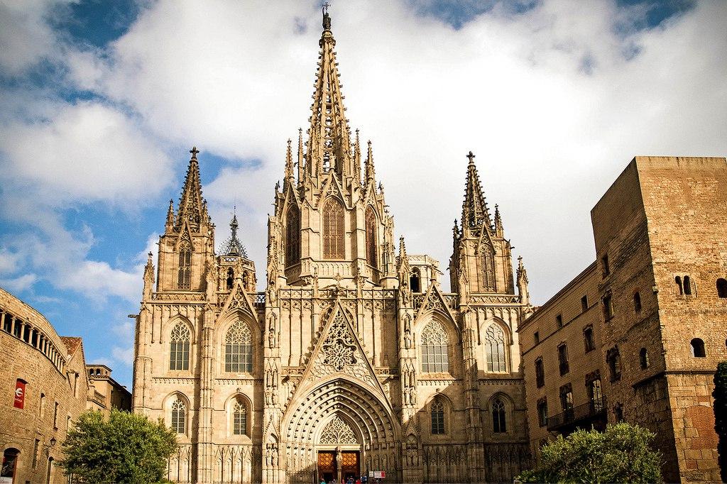 7EW2Y1m-TBA Барселона – один из самых космополитичных городов мира.