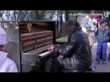Крутейший уличный пианист