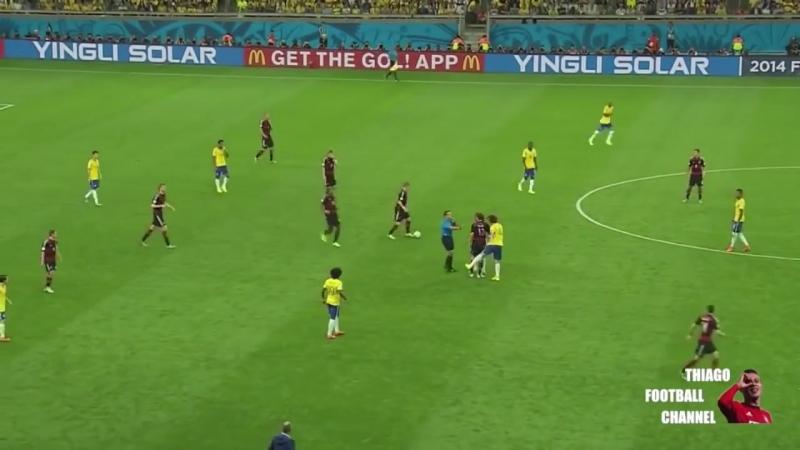 David Luiz endoida, tenta dar bolada em Muller, mas FURA
