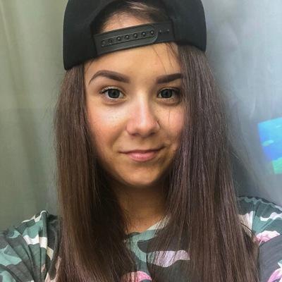 Анна Захарова