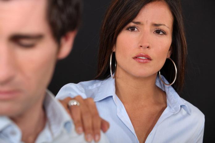 Почему женщины возвращаются к оскорбительным для них отношениям?
