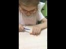 Маруся Сама режет ножом