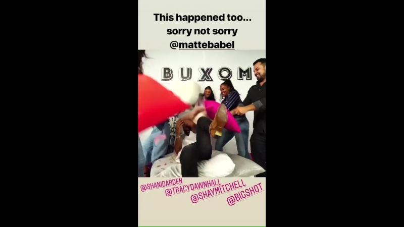 Shay Mitchell on Nichelle Hines's Instagram Story (25 июля 2018)