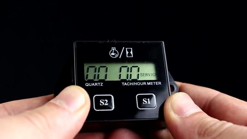 Тахометр для подвесного лодочного мотора с функцией учета моточасов