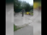 В Тынде полицейским пришлось применить оружие, чтобы обезвредить озверевшего алкаша с двумя мачете. До приезда наряда мужик кида