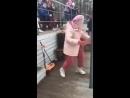 Бабуля танцует круче молодых Тектоник Молодые в шоке mp4
