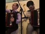 Азамат Биштов играет на свадьбе