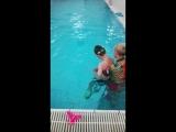 Вадим научился нырать, пока только с прищепкой на носу)))