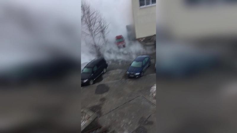 На Савушкина 137 к.2 прорвало трубу