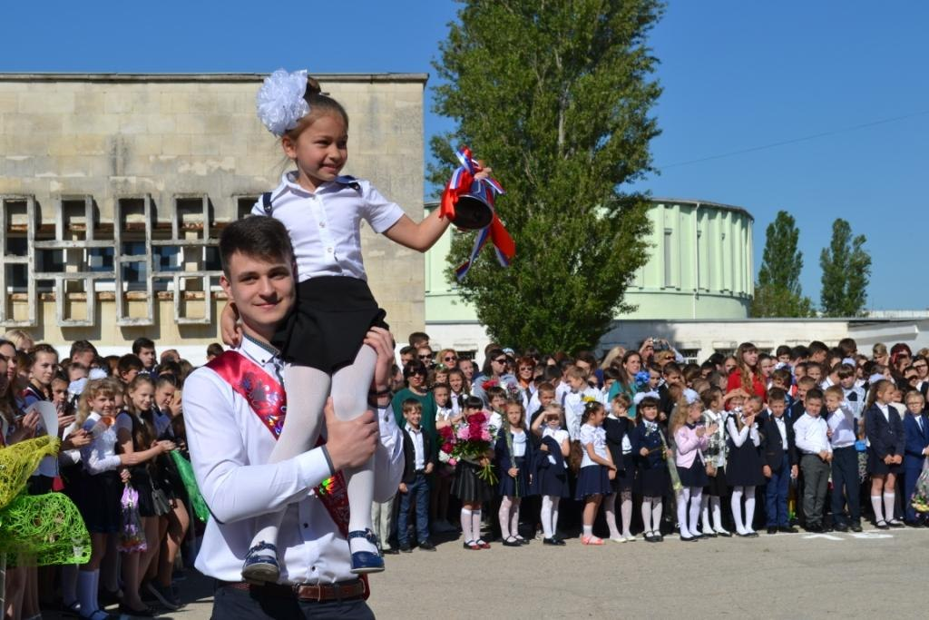 Школьный звонок звенит в последний раз - Армянск