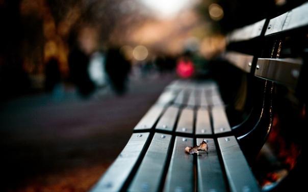 Многие люди ищут пару, пытаясь таким образом разрешить свои проблемы. Они наивно полагают, что любовные отношения вылечат их от скуки, тоски, отсутствия смыла в жизни. Они надеются, что партнёр заполнит собой пустоту их жизни.