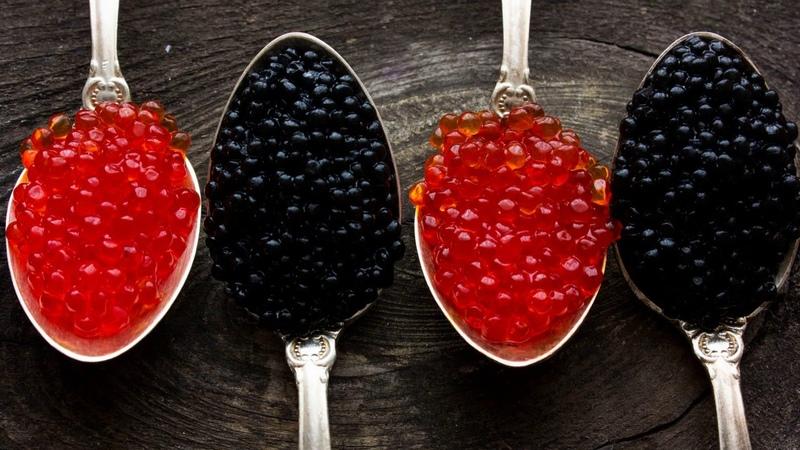 Картинка еда. Красная, ложки, чёрная, четыре, крупный план, икра.
