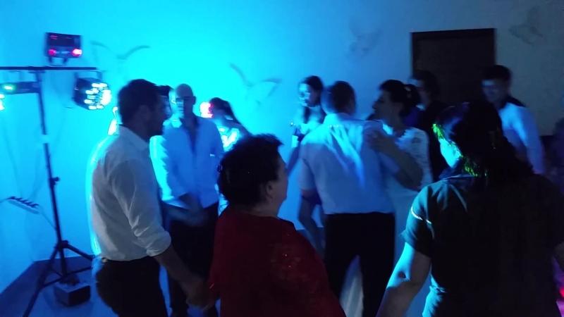Свадьба 31 августа. Завершающий танец по песню Пусть миром правит любовь