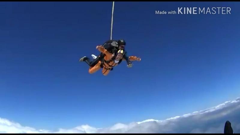 16 июня команда Upfitness, точнее часть команды, совершили прыжок с парашютом с высоты 4000м. Для каждой из них это был первы