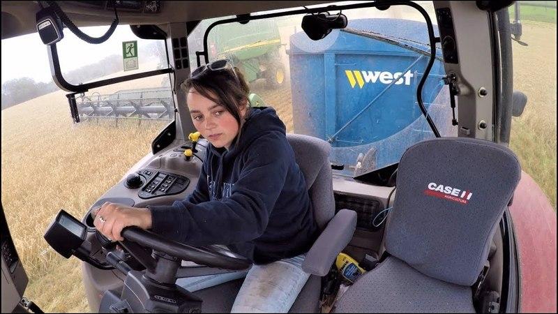 John Deere C670i Hillmaster Harvesting Barley
