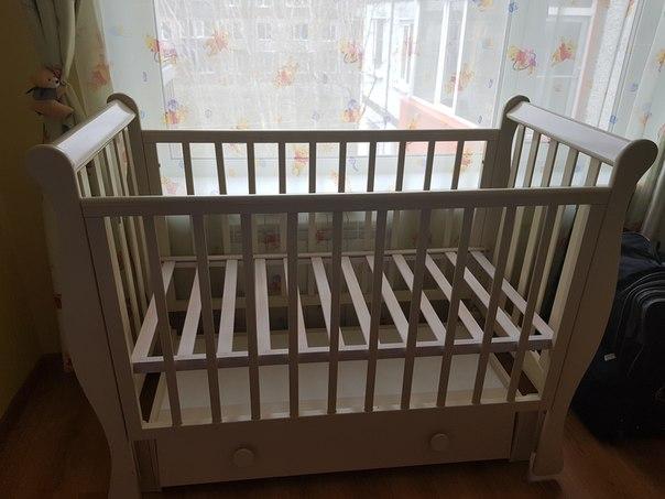 Кроватку с комодиком с пеленальным столиком