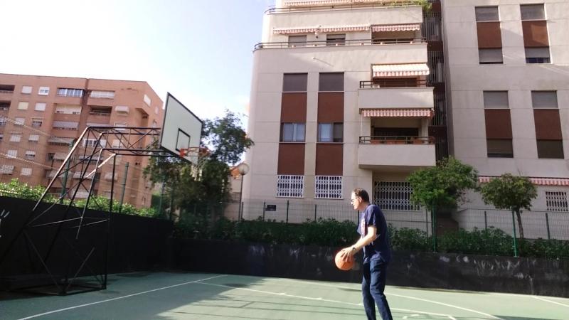 Tirando a canasta baloncesto