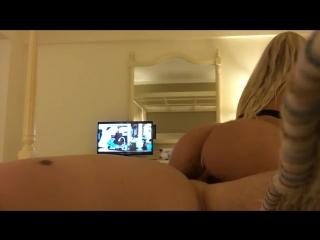 Жена скачет на большом члене во время медового месяца(Amateur teen,homemade,blon