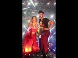 Mimi y Agoney abrazados en el concierto de Benidorm 4-8-18