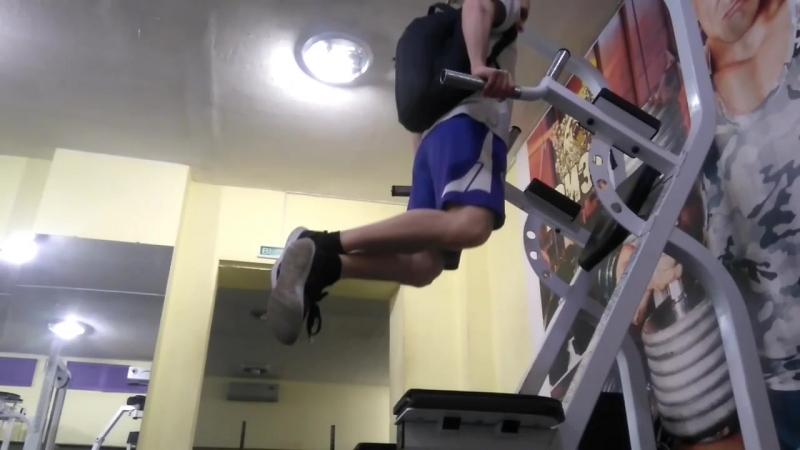 Тренировки в тренажерном зале!