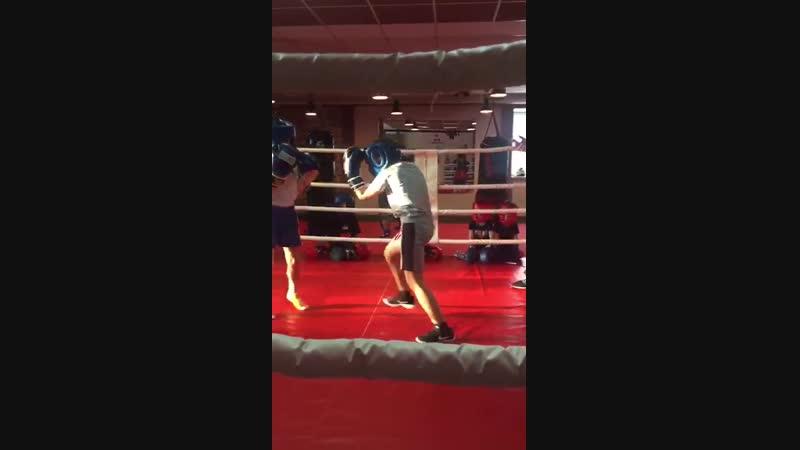 Спарринги в детской группе по боксу от 5 до 8 лет. Тренер Зайнал Акавов.