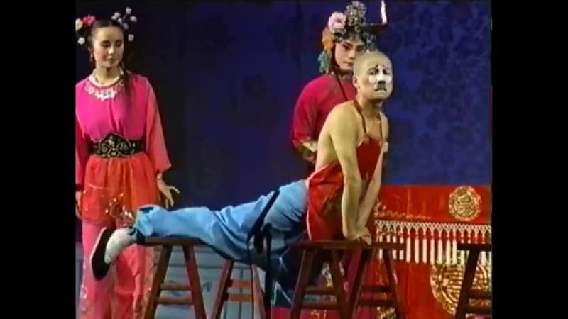 Новогоднее Настроение в Китайском Стиле Шуточный номер трюк Гунь Дэн Вращающийся свет из Сычуаньской оперы Ярмарка Хра
