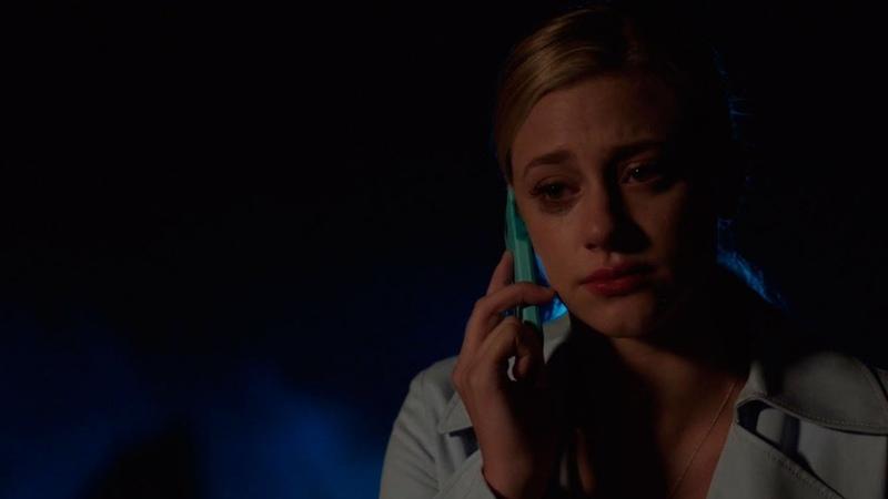ЧК звонит Бетти и говорит убрать из своей жизни Джагхеда Бетти просит помощи у Арчи