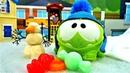 Игры Ам Ням - Видео с игрушками - Ам Ням катается с горки