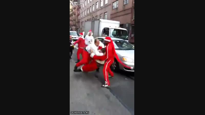 Multiple Santa Claus fight in New York funny fight