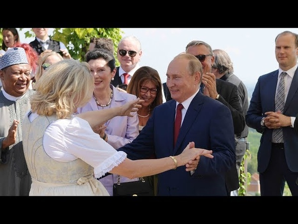 Russian President attends Austrian FM's wedding dances with bride