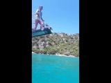 ника прыгает с корабля
