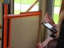 Две девушки ломают наушники во время поездки в троллейбусе(3489)