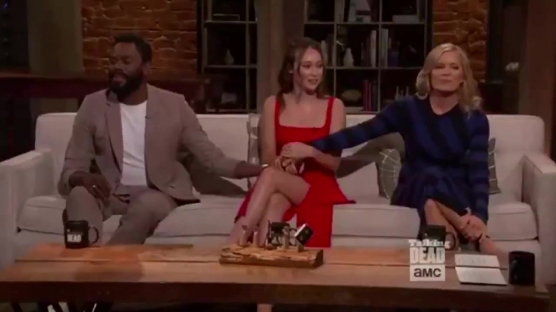 Alycia Debnam Carey Colman and Kim on Talking Dead