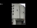 Для бойца спецназа тренировка с прыжком с крыши закончилась крайне неудачно