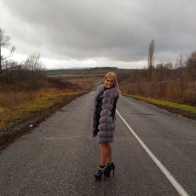 yaroslava-upatova-porno-podglyadivaet-a-potom-trahaet-ee-russkoe