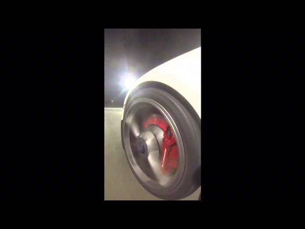 Porsche 911 (991 Mk1) GT3 brakes on fire.