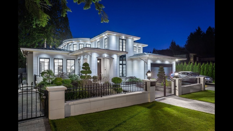 Grand-scale Luxury Estate Residence in North Vancouver