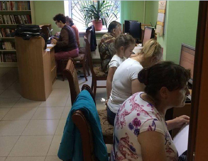 Занятия по информационным технологиям для пенсионеров проходят в «Путевой библиотеке»