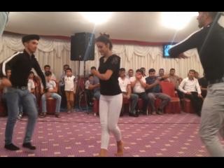 Танец азербайджанки под музыку Доля воровская бьет рекорды.Азербайджан Azerbaijan Azerbaycan БАКУ BAKU BAKI Карабах