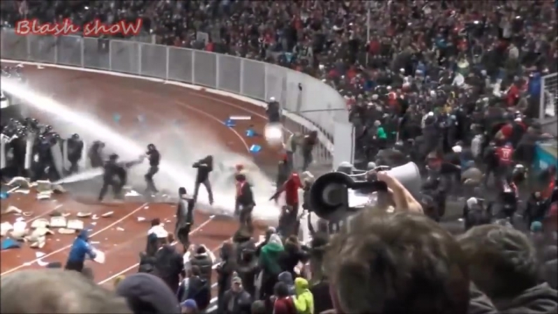 HOOLIGANS RUSSIA VS POLICE-SPARTAK MOSCOW VS ACAB-HARD FIGHT AND RIOTS